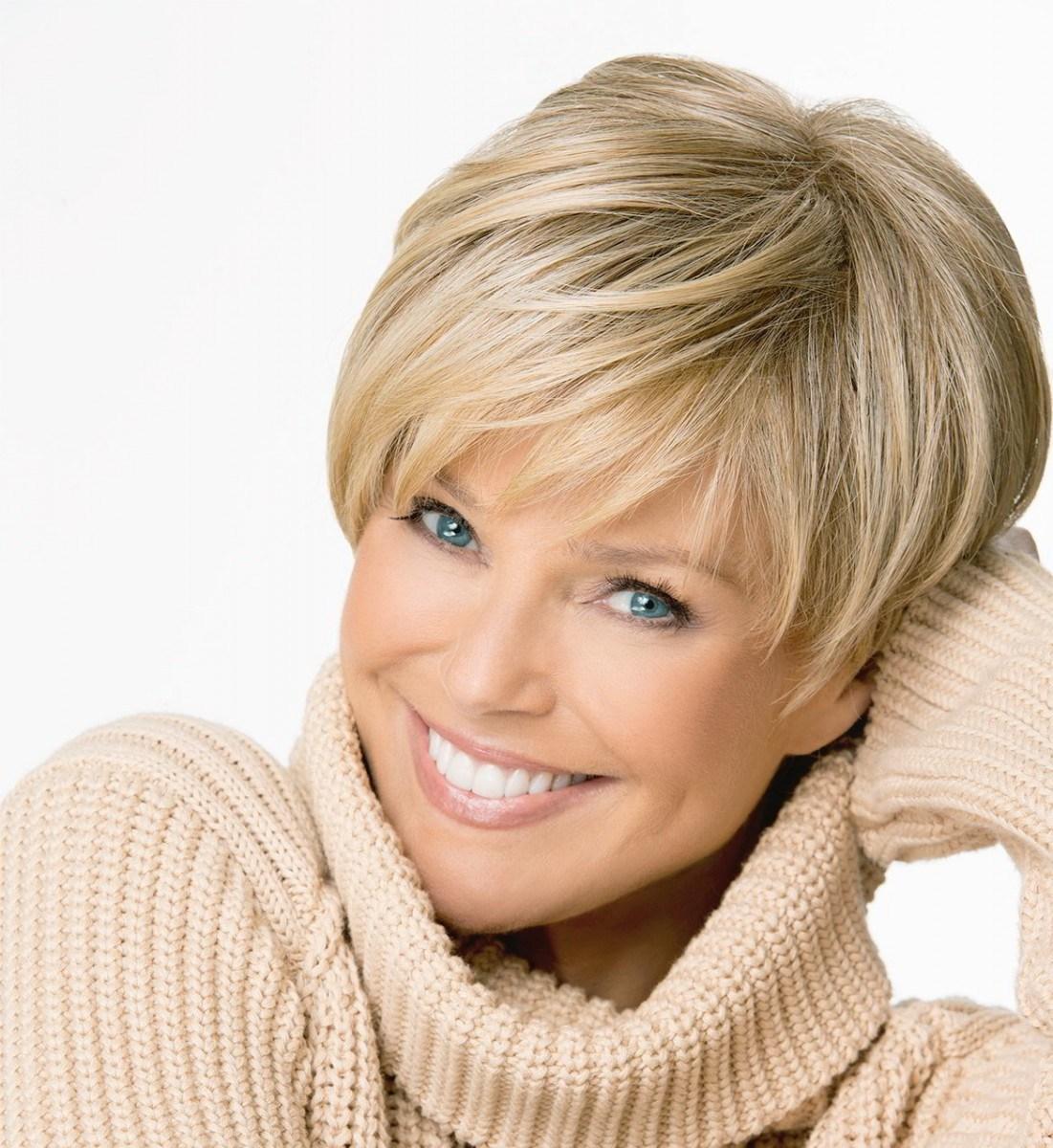 На пике популярности среди стрижек на средние волосы лидирует стрижка каскад (многослойная).